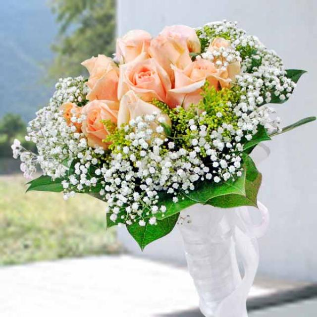12 Champagne Roses Special Bouquet