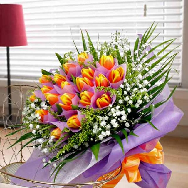 20 Tulips (2tone yellow/red) Hand bouquet