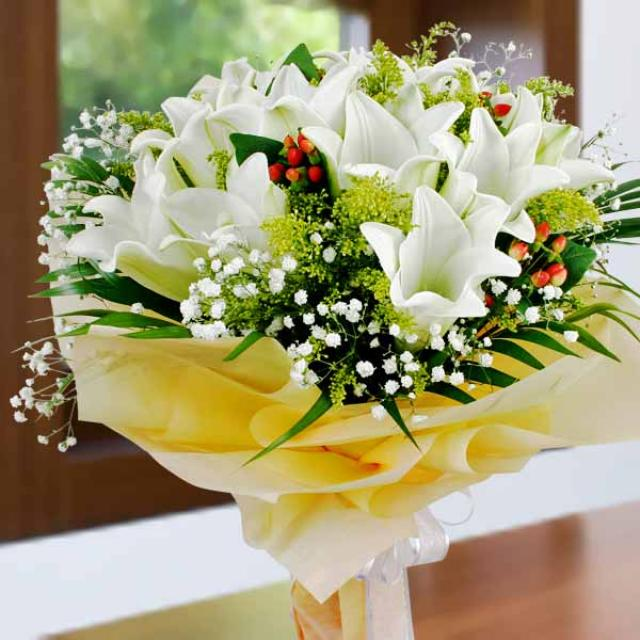 12 White Lily Hand Bouquet