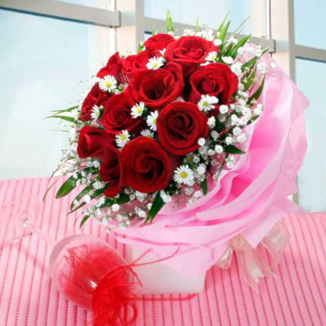 12 Red Roses Hand-bouquet ( Multi-layer wrapping )