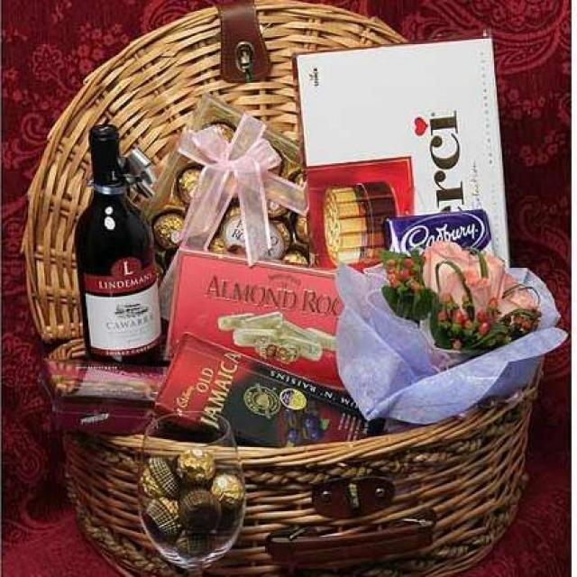 Red wine with 5 Assorted chocolates, 6Peach Roses Handbouquet and basket with Handle