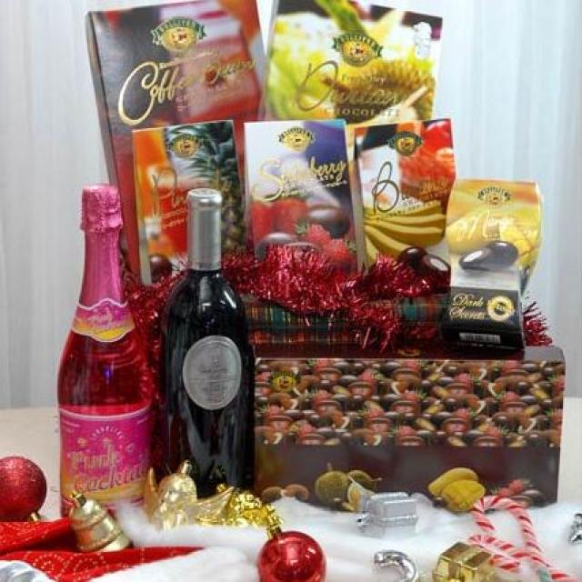 Red wine & Pink cocktail with 7 assorted chocolates in basket