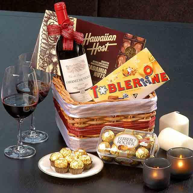 Red wine with 3 assorted chocolates