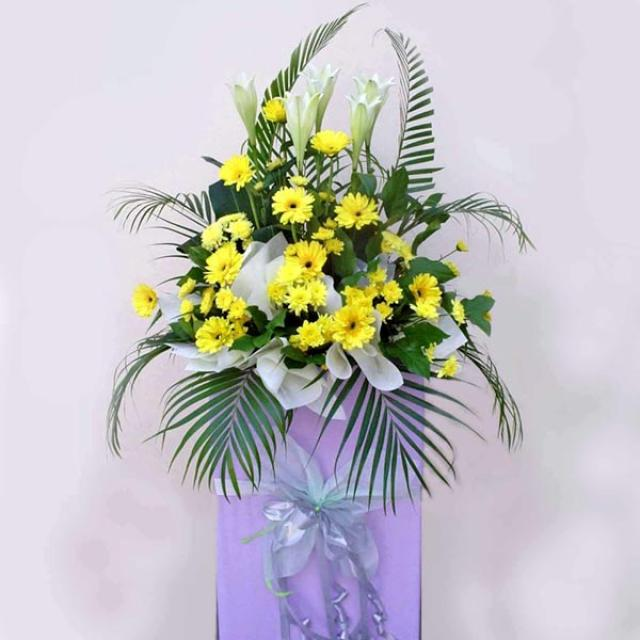 5 lily and yellow Gerbera on Box Stand 5' height