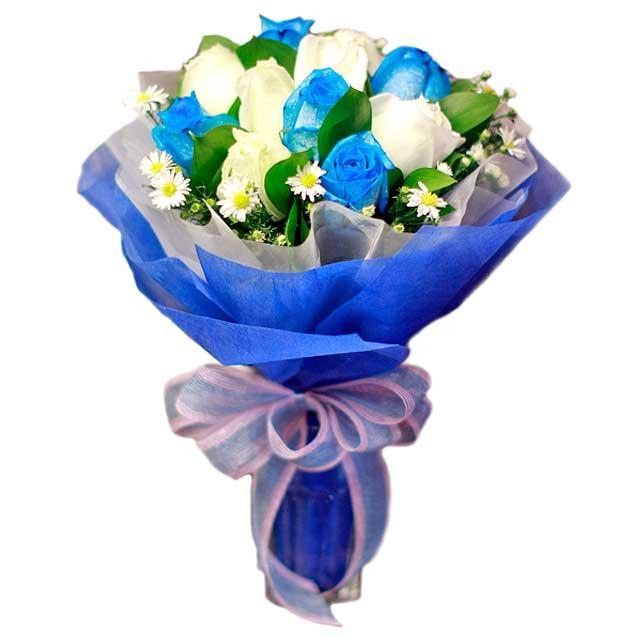 6 Blue 6 White Roses hand bouquet with sala tip foliage