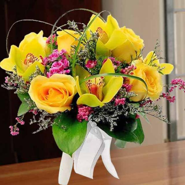 Fresh cut Cymbidium Orchid Green with Golden Roses Hand Bouquet.( need 3 days advance order )