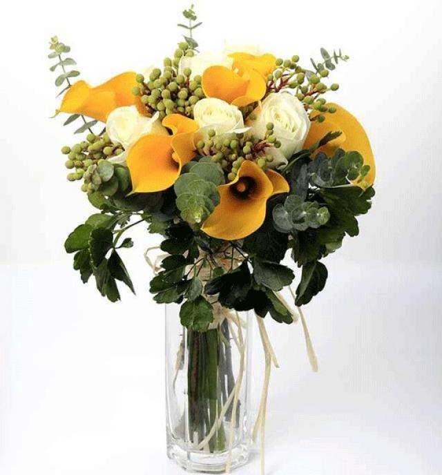 Golden Cala Lily with White Roses & Eucalyptus Hand Bouquet (3 days notice)