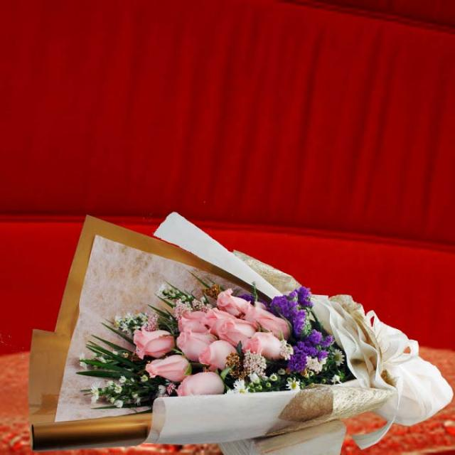 12 Peach Roses HandBouquet Long Wrapping