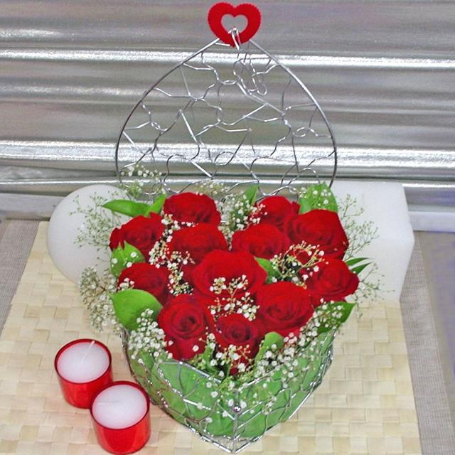 12 red roses arranged in heat-shape