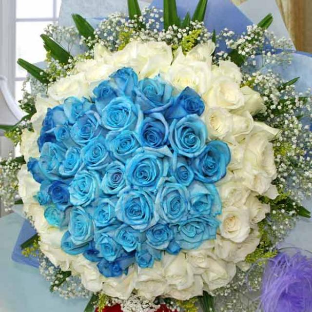 99 Roses ( 50 Blue 49 White ) Handbouquet