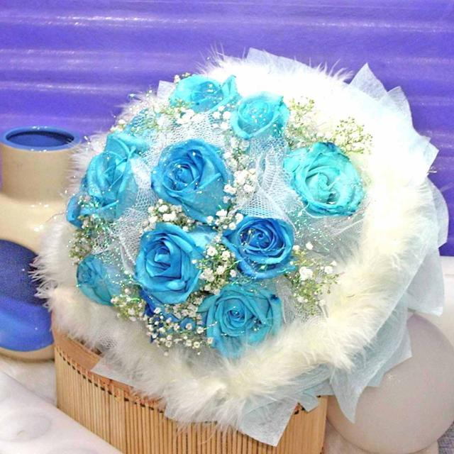 12 Blue Roses (Snow-White)Handbouquet