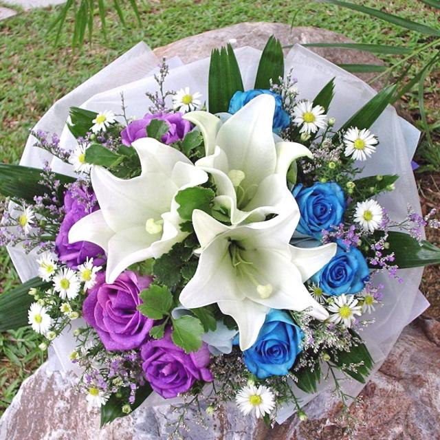 3 white lily with 4 blue 4 purple Roses handbouquet.