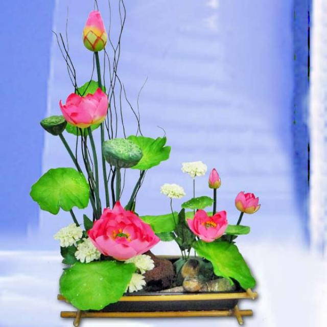 Artificial-Lotus ikebana