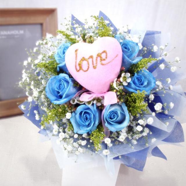 6 blue roses