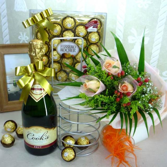 Champagne with Chocolate and 3 Champagne Roses Handbouquet in Metal Wine holder