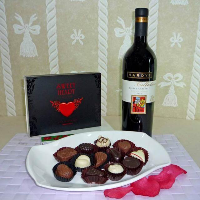 Hardy's Collection Shiraz Cabernet (Australian red wine) & 12 Pcs Exotic Assorted Chocolates for you