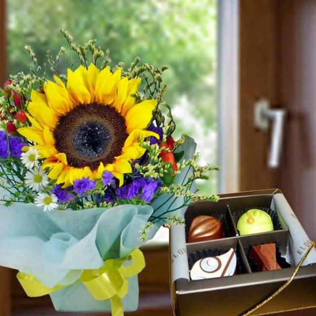 Sunflower Bouquet with Praline Chocolate