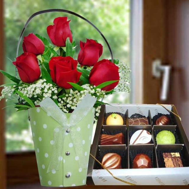 Praline Chocolate 9pcs With 6 Red Roses Standing Bouquet