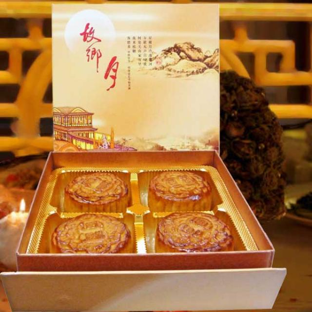 Single Yolk Lotus Paste Moon Cake 4 Pcs