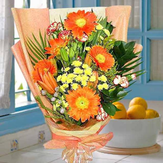 Orange gerbera handbouquet
