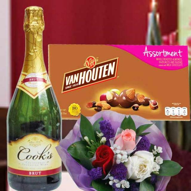 Sparkling Wine with VanHouten Assortment Chocolate 180g and 3 Gerbera Handbo