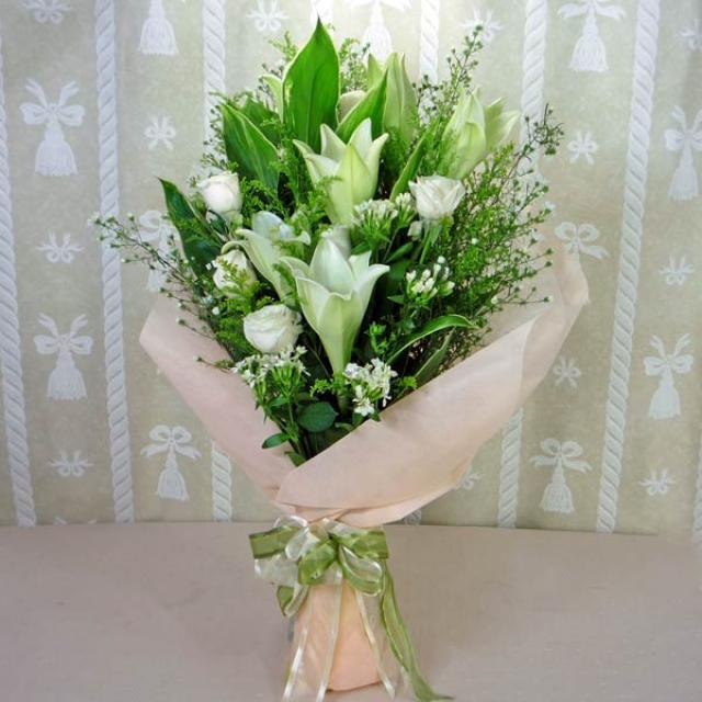 6 White Lilies and 6 White Roses Handbouquet