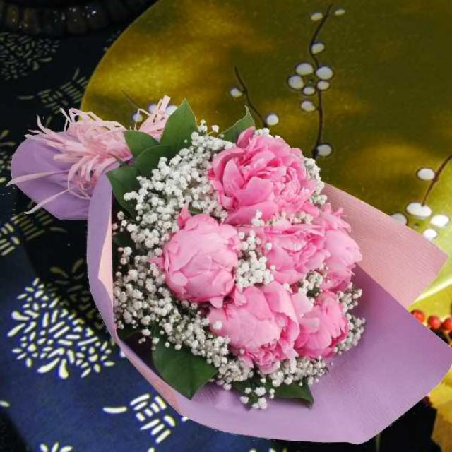 Singapore florist buy flowers from singapore florists peony flowers with baby breath hand bouquet delivery negle Gallery