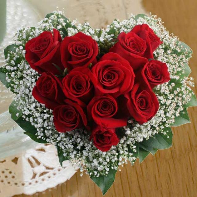 بمناسبة اليوم العالمي للمرأة BF2124E_12_Red_Roses_Hand_Bouquet_Arranged_in_Heart_Shape