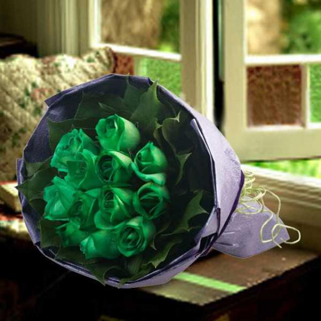 12 Green Roses Hand Bouquet( 3 Days advance order )