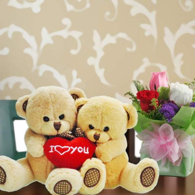 "5"" Couple Bear & 3 Roses Standing Bouquet"