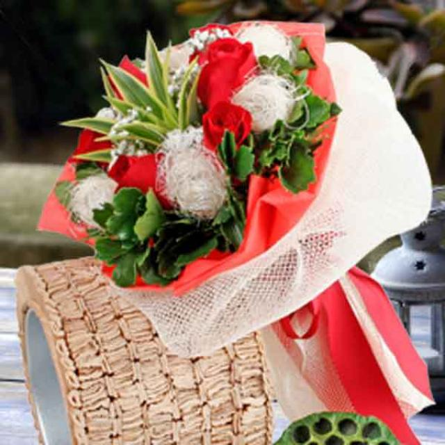 6 Red Roses With Netting Wrapping Bouquet