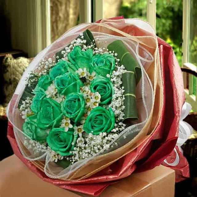 12 Green Roses & Wax Flowers Bouquet ( 1 Day Advance Order)
