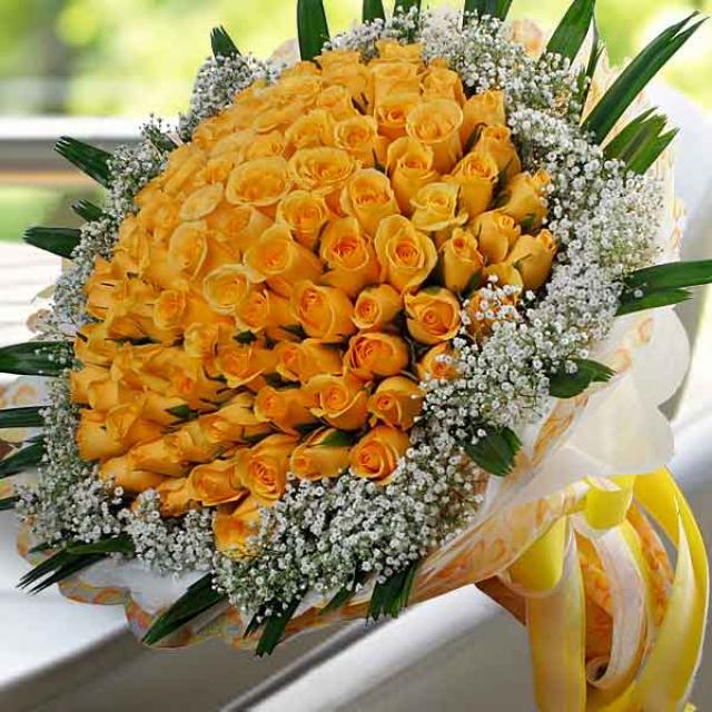 99 Yellow Roses Handbouquet