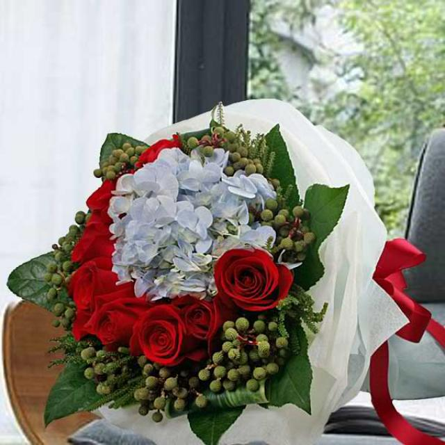 Hydrangeas & Roses Bouquet (Need 3 Days Advance Order)