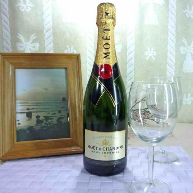 Moet & Chandon Brut Imperial Champagne (75cl)