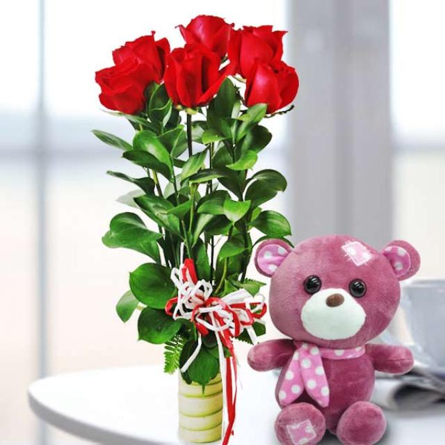 18cm Bear With 6 Red Roses Standing Bouquet