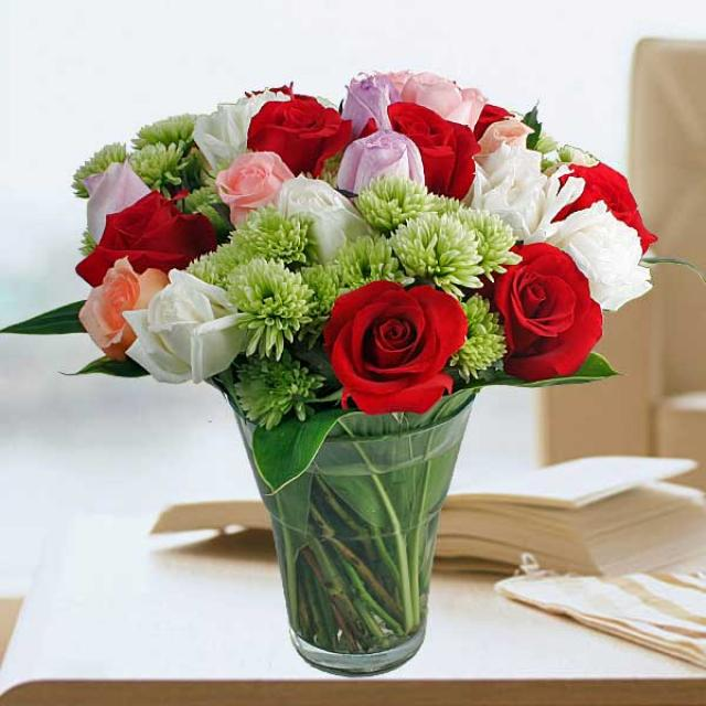30 Mixed Roses In Glass Vase Arrangement