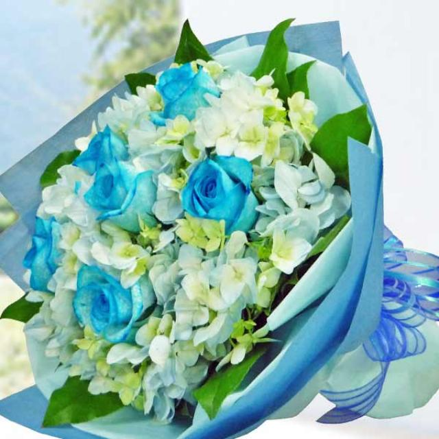 Glow in the dark Blue Roses Hand Bouquet