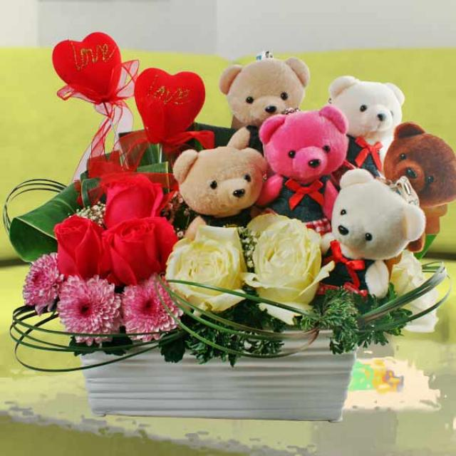 6 Mini Bears & Roses Arrangement in Pot