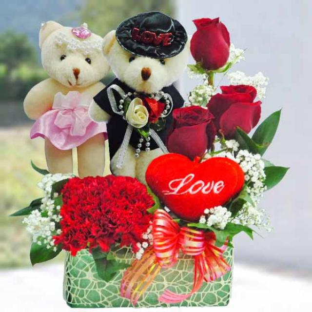 "Wedding Bear 5"" & 3 red roses small arrangement"