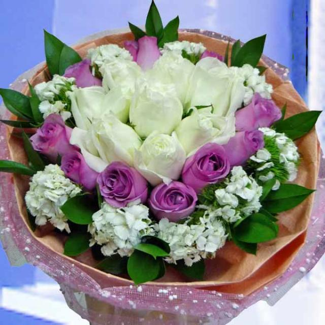 12 Purple & 8 White Roses Hand Bouquet