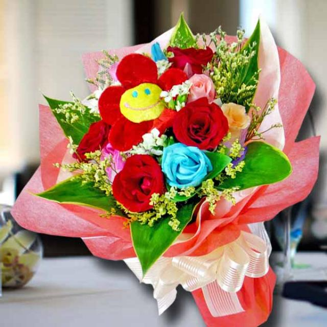 12 Mixed Roses Hand Bouquet with Fabric flower at center