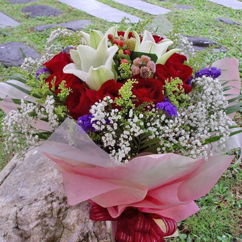 3 White Lily & 12 Red Roses Handbouquet.