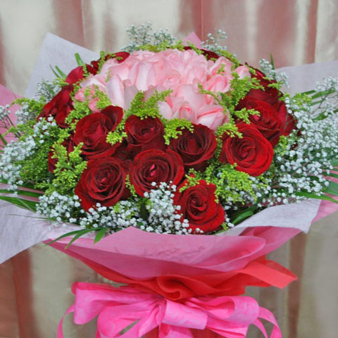 50 Roses (25Red 25Peach at center) Handbouquet