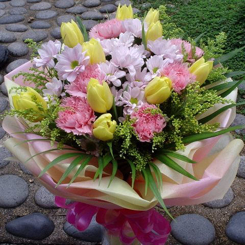 10 Yellow tulip with pink Carnation Hand bouquet.( Kindly order