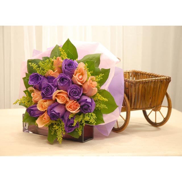 9 purple 9 champagne Roses Hand bouquet