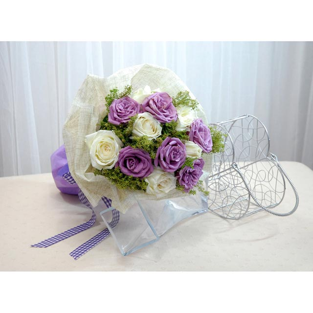 6 Purple 6 White Roses Hand bouquet