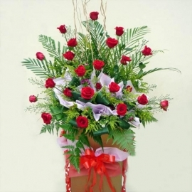 Red Roses Arranged on Box Stand 6' height
