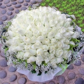 99 White Roses Hand bouquet