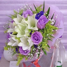 6 Lily 6 Purple Roses Hand bouquet